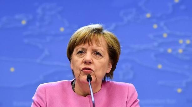 Merkel: Sv�rt at finde et kompromis med Cameron