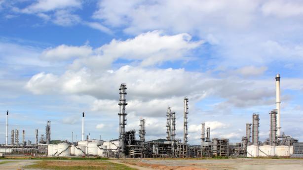 R�varer: Olieprisen falder f�r amerikanske lagertal