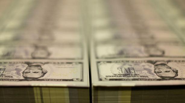 Valuta: Terrorangreb og renterygte holder dollaren oppe