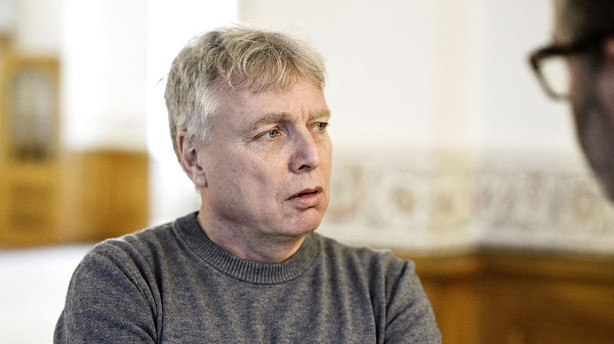 Uffe Elb�k: Vi kommer ikke til at st�tte Eva Kjer Hansen