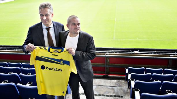 "Br�ndby-sponsor: ""Mit logo sidder jo ikke p� Jan Bechs jakkes�t"""