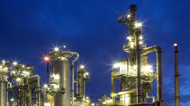 R�varer: Olie igen under pres efter stigninger p� Wall Street
