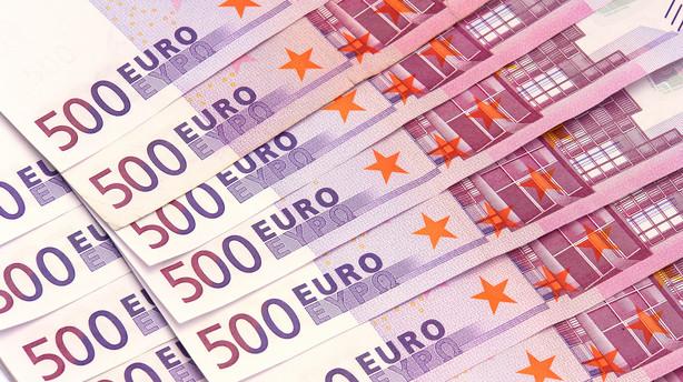 Valuta: Pengepolitisk m�de sender dollar i baggrunden