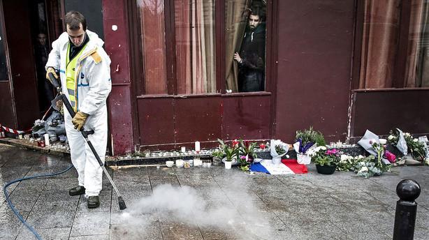 Medier: Efterlyst Paris-mist�nkt meldes s�ret og fanget under aktion