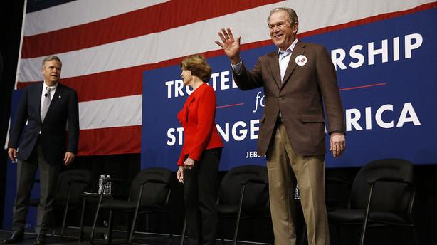 George W. Bush g�r ind i valgkampen for sin bror Jeb