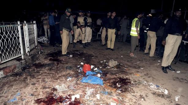 350 anholdt i Pakistan siden blodigt selvmordsangreb