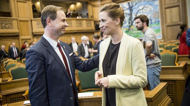 Ny meningsm�ling: Socialdemokraterne holder fast p� v�lgerne