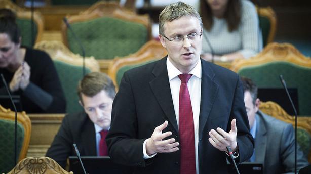 Venstre vil stemme for l�nhop til politikere