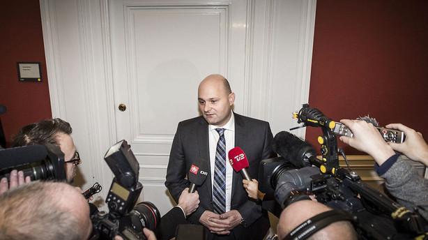 Pape p� Facebook: St�r benh�rdt p� ministerafgang