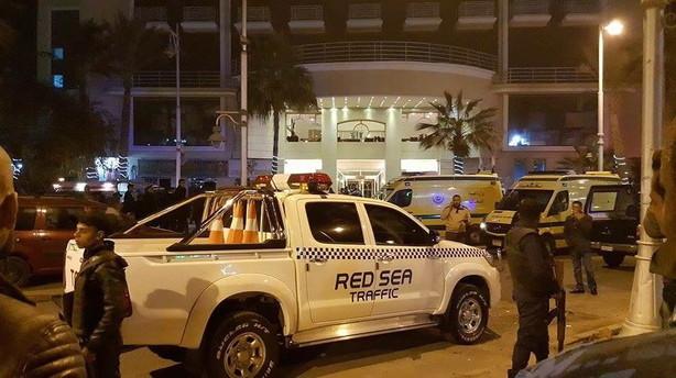 Bev�bnede m�nd angriber turisthotel i Egypten