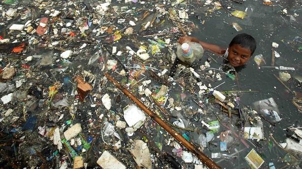 Plastik vil i 2050 fylde mere end fisk i verdenshavene