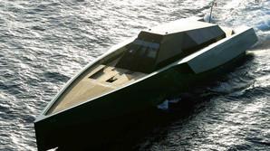 N�r yachten sejler 130 kilometer i timen