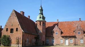 Sky dansk direkt�r k�ber historisk svensk gods