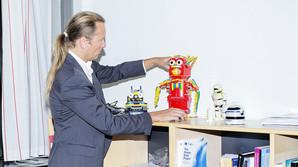 Legebarnet der skabte kunstigt liv ud af Lego
