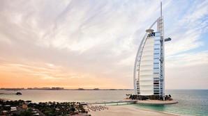 Bladguld og bizarre g�ster - Sk�r nat p� Burj Al Arab