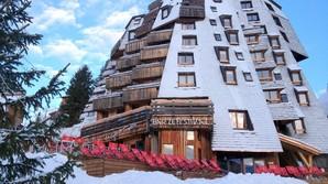 Stenrig familie genf�der legendarisk ski-palads