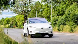"""Ny Tesla X i dansk test: """"Skoldhed kaffe i et papb�ger m� frar�des"""""""