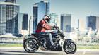 Motorcyklen der chokerede Ducati-fans