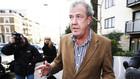 Jeremy Clarkson betaler ved kasse �t for knytn�veslag