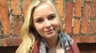 Sophie er 21 og s�lger sine h�relastikker til 40 lande