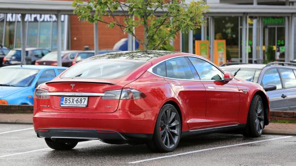 Brugte biler rasler ned i pris efter sænkning af afgifter: Investering