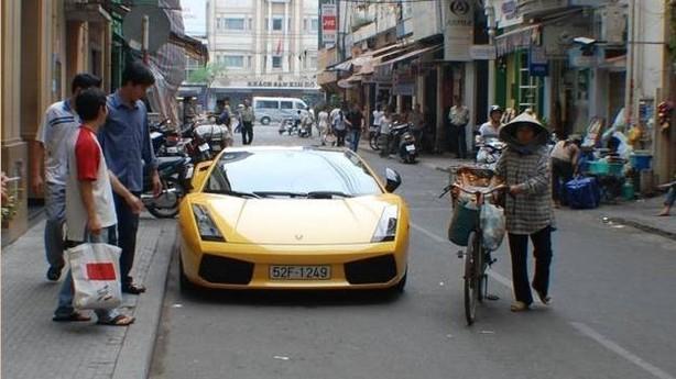 Billedserie: Kontraster i Vietnams gader