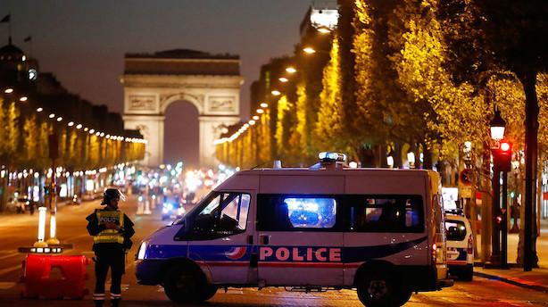 To betjente dræbt af skud i Paris
