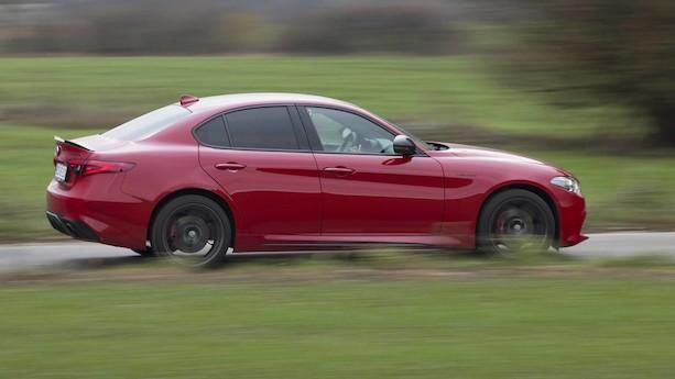 Test: Topudstyret Alfa Romeo med 280 hk turbomotor er i festhumør