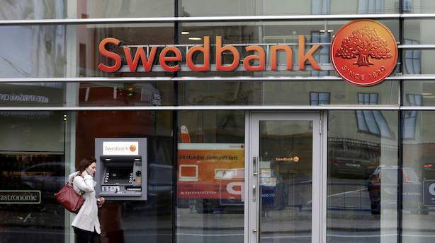 Swedbanks bestyrelse støtter dansk topchef efter hvidvaskrapport: Kræver dybere granskning
