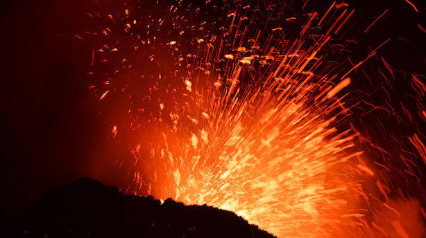 Vulkanudbrud lukker to lufthavne på italiensk ferieø