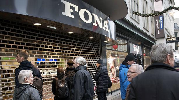 Fona lukker 25 butikker og massefyrer i overlevelsesforsøg