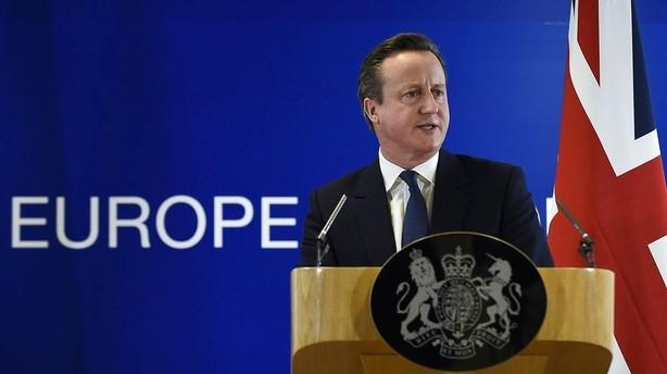 Cameron anbefaler at Storbritannien bliver i EU