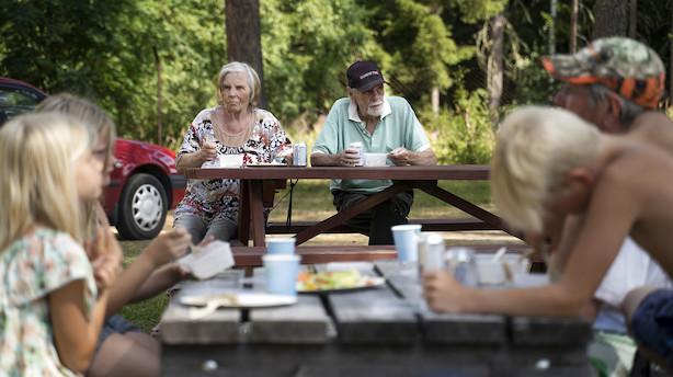 Hvad betyder det, når politikerne siger, at udgifterne skal følge det demografiske træk? Corydon og Bocian forklarer