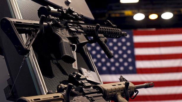 Pistol-aktier skyder frem på dagen for stramninger af våbenlov