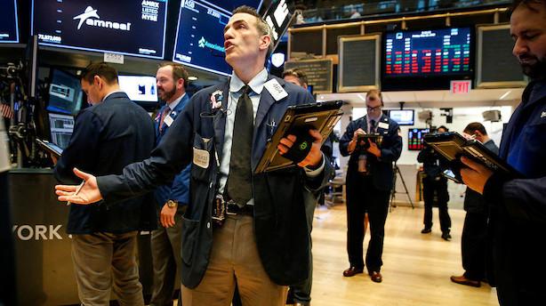 Usikkerhed sender amerikanske aktier i rødt