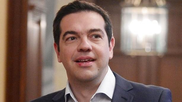 Græsk regering kapitulerer over for kreditorerne