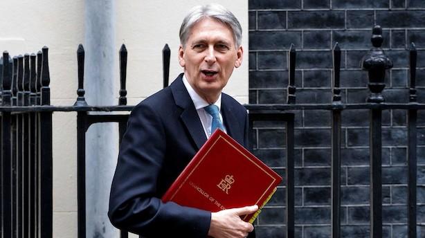 Storbritannien nedjusterer væksten i økonomien for i år