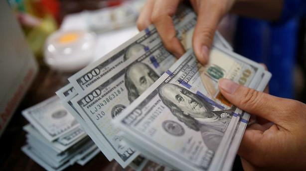 Valuta: Styrket pund og stabil svækket dollar mod euro