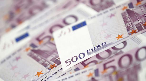 Valuta: Dollar holder skansen mens investorerne holder vejret