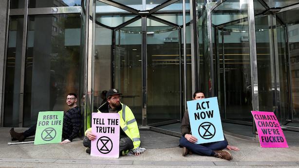 Miljøaktivister blokerer Londons fondsbørs