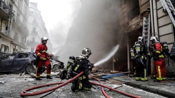 Eksplosion i bageri i Paris koster to brandfolk livet