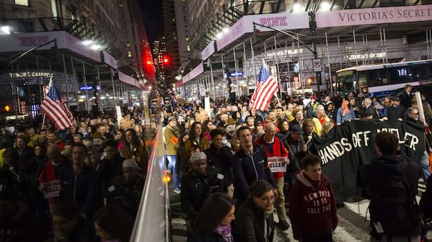 Tusindvis af amerikanere demonstrerer for Rusland-undersøgelse