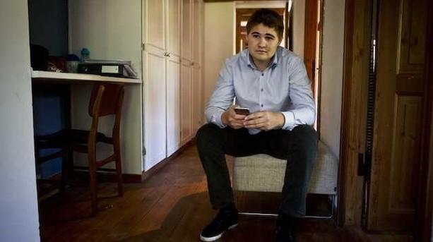 Fra ensom til succesfuld app-udvikler: 21-årig tjente første million i gymnasiet