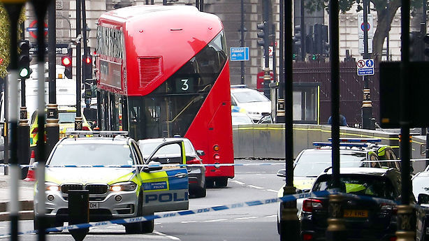 Britisk politi efterforsker påkørsel ved Westminster som muligt terrorangreb