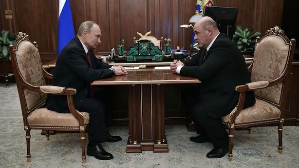 Putin peger på ukendt skattechef som ny regeringsleder