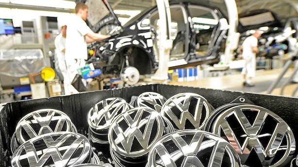 Her er top 10 over bilsalget sidste år: VW giver rivalerne baghjul