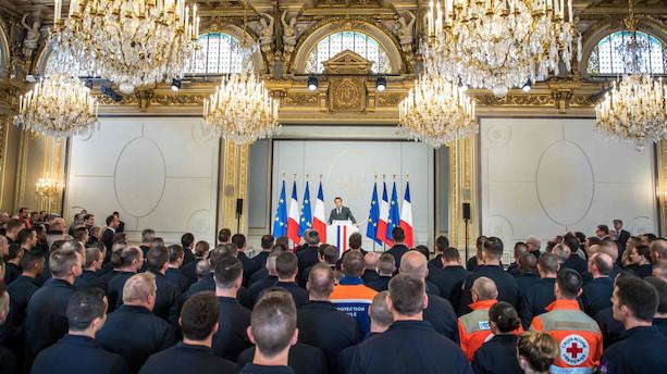 Macron inviterer til sjældent pressemøde efter aflyst tale
