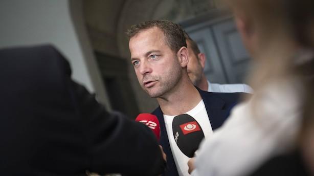 """Morten Østergaard vil gøre flybilletter dyrere: """"Vi vil belønne de selskaber, der flyver grønt"""""""
