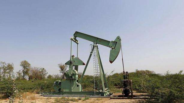 Olieprisen slutter ugen med hop på 10 pct.