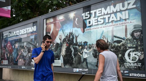 Tyrkiet fyrer tusinder inden årsdag for kupforsøg